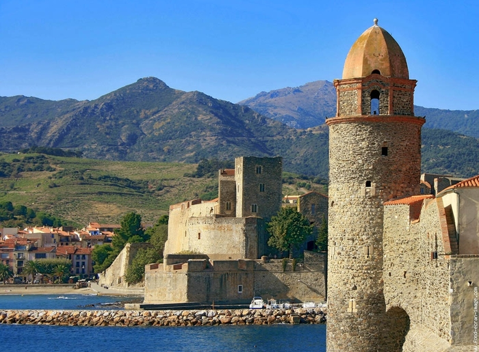collioure-nd-des-anges-et-le-chateau-royal